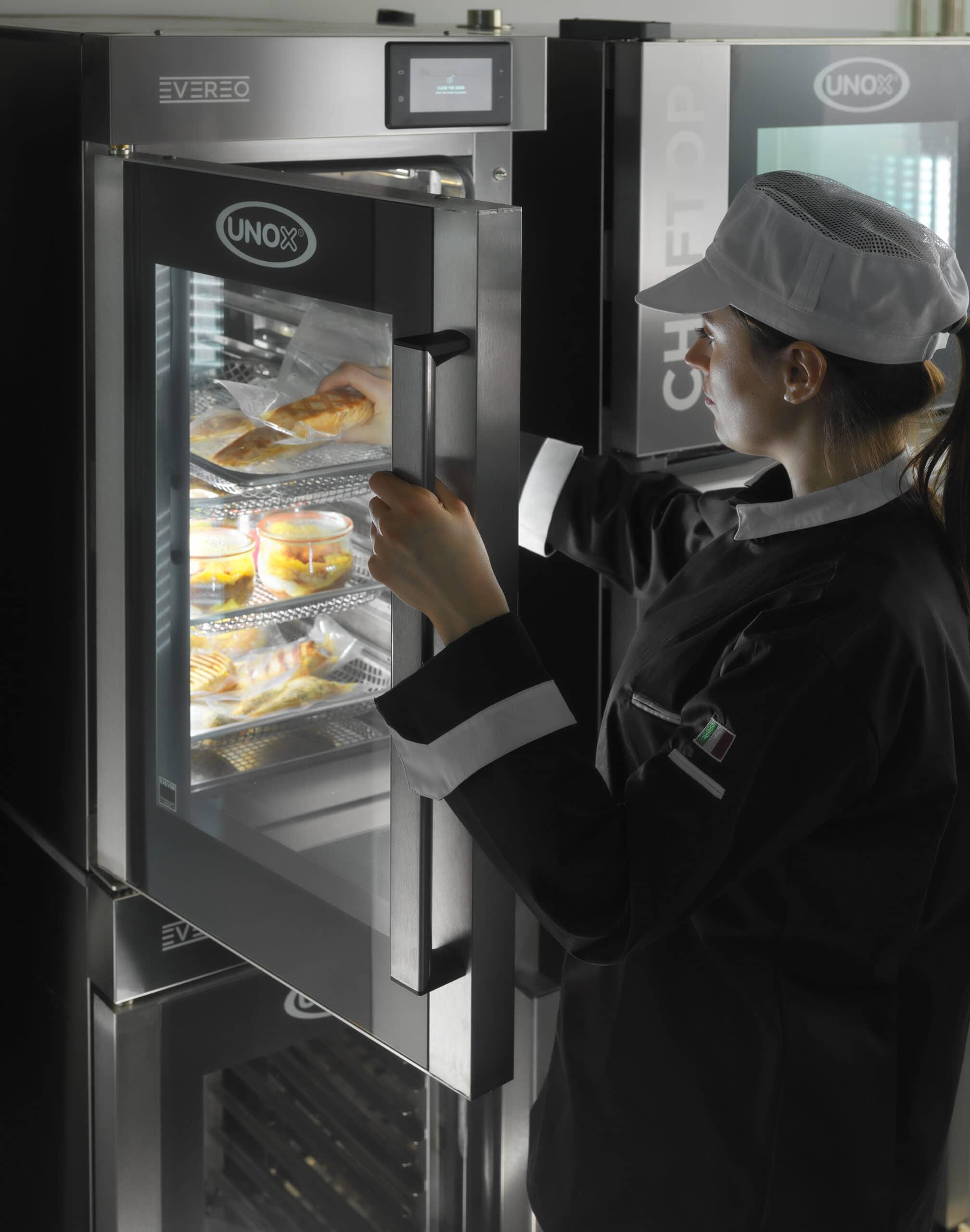 EVERO - UNOX / Der heiße Kühlschrank